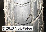 Loch im rechten Reifen